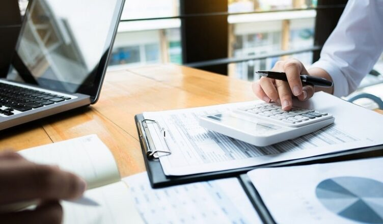Top 7 needs and benefits of bookkeepers and accountants for manufacturing firms